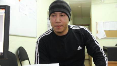 Житель Уральска утверждает, что в его машину врезался пьяный полицейский