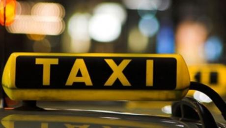Пристающих к гражданам в аэропортах таксистов, а также проституток будут штрафовать после предоставления потерпевшими видео с мобильного телефона