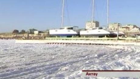 В Актау замерз соленый Каспий