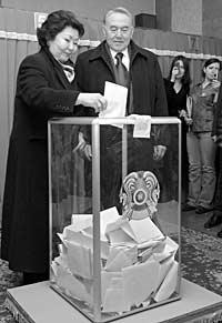Инцидент с первой леди страны Сарой Назарбаевой: придя на участок вместе с супругом, она не нашла себя в электронном списке избирателей