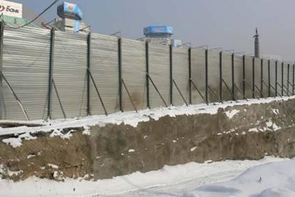 В Алматы по всей длине площади Республики появились трещины