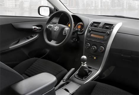 Компания Toyota представила обновленный седан Corolla (фото)