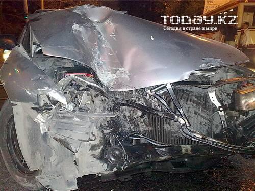 В Алматы Хонда «догнала» автобус (фото)