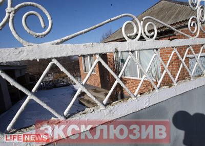 Дом Евлоевых сейчас пуст. Семья террориста переехала к родственникам
