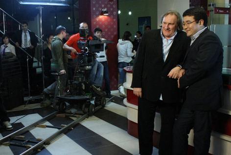 Жерар Депардье снялся в рекламе казахстанского банка (фото)