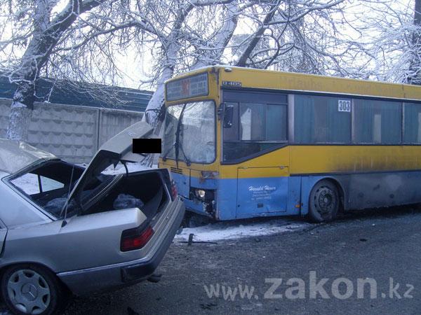 В Алматы, в крупном ДТП, погибли 2 человека (подробности и фото)