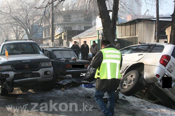 Очередное ДТП в Алматы. Нелепая смерть у дороги (фото)