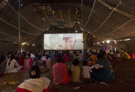 Передвижные кинотеатры в Индии (фото)