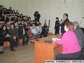КазГУ-шный журфак трясет, слухи об его закрытии вылились в бунт