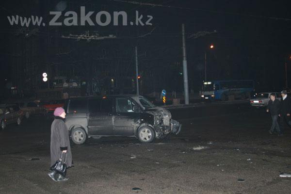 В ДТП, произошедшем в Алматы, только чудом никто не погиб (фото)