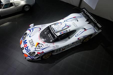 Porsche привезла в Москву легендарные машины (фото)