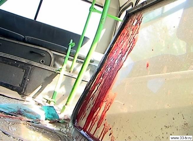 Неуправляемый грузовик протаранил пассажирский автобус в Кирове