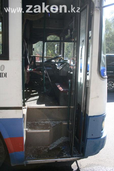 Водитель автобуса 19 маршрута потребовал от коллеги немедленно.