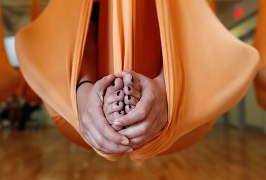 pb 110817 antigravity yoga eg 03.photoblog900 Антигравитационная йога