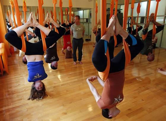 pb 110817 antigravity yoga eg 01.photoblog900 Антигравитационная йога