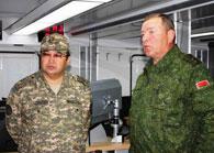 генерал-полковник Сакен Жасузаков (Казахстан) и глава оборонного ведомства Республики Беларусь генерал-лейтенант Юрий Жадобин