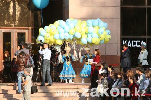 В Алматы открылся XIX республиканский фестиваль театров (фото)