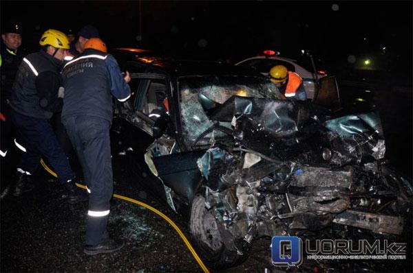 Женщина погибла в результате столкновения двух BMW в Алматы (фото)