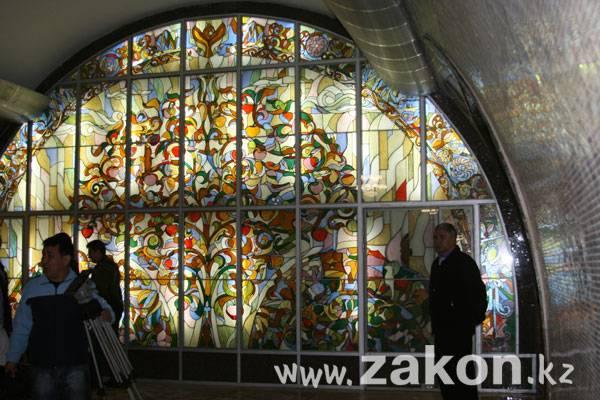 В Алматы открылся Метрополитен (фото)