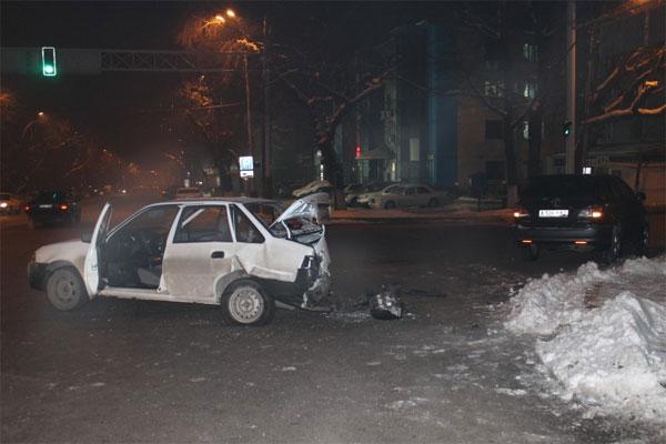 В Алматы в ДТП из-за вины частного извозчика пострадала женщина (фото)