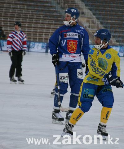 Сборная Казахстана по хоккею с мячом разгромила финалистов чемпионата мира 2011 года (фото)