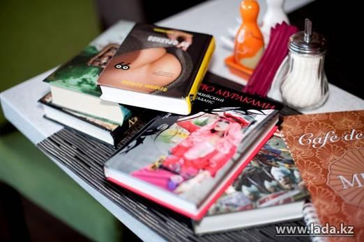 Более 200 книг принесли на первый День Книгодарения в Актау (фото)