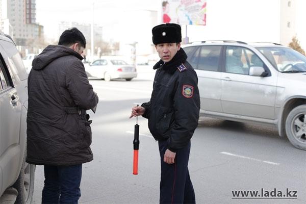 В Актау дорожная полиция продолжает борьбу с нечистоплотными водителями (фото)