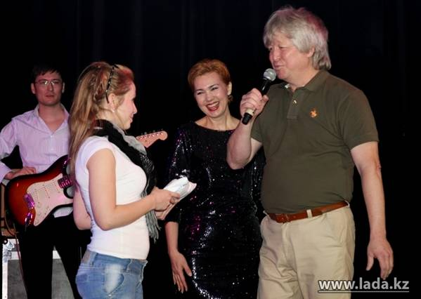 В Актау прошел юбилейный концерт группы «Хазар» (фото)