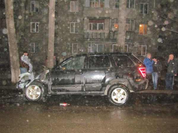 В центре Алматы взорвался внедорожник (фото)