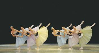 Сразу три одноактных балета представил зрителям Государственный академический театр танца РК