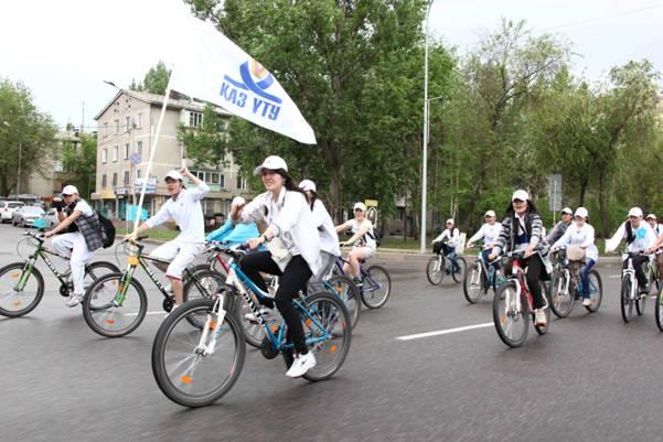 В Алматы более 500 велосипедистов приняли участие в велопробеге