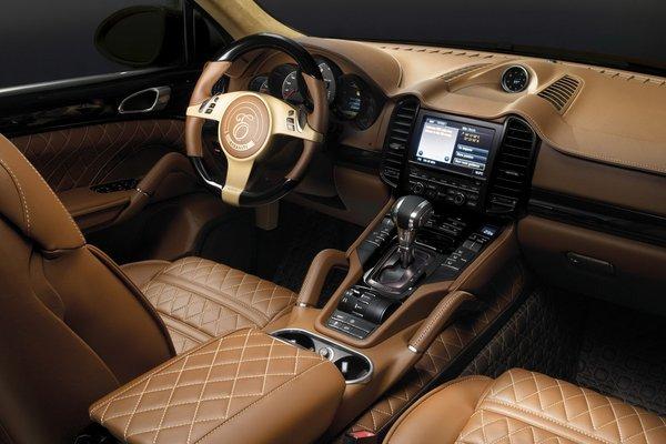 Китайцам понравился британский Porsche Cayenne