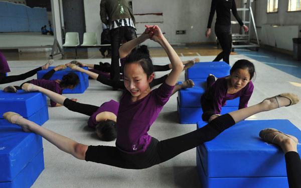 Очень гибкие китайские гимнастки (фото)