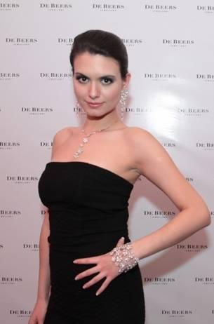 Европеоидная казашка Кумис Базарбаева, Мисс Азиада 2011. Фото