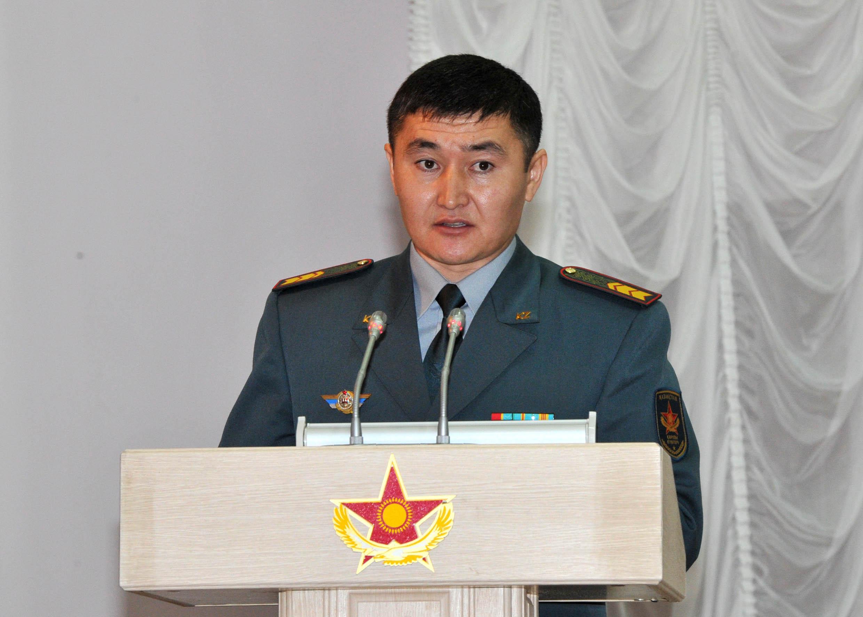 Пора взяться за тех, от кого зависит качество техники и вооружения - министр обороны А.Джаксыбеков