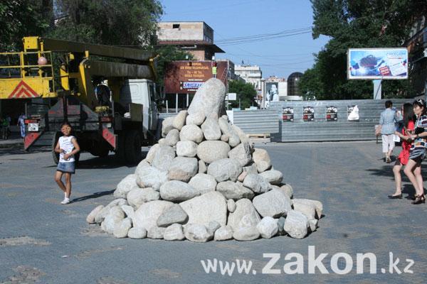 Черт из табакерки, зеленый шум и сопливый циклоп: в Алматы стартовал АртБатФест (фото)