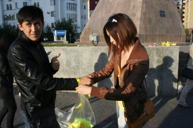 Астанчане устроили акцию в поддержку родителей погибшего Егора Хмиля из Темиртау (фото)