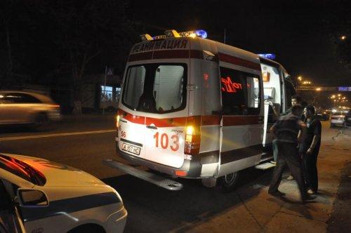 Пьяный водитель на пешеходном переходе сбил двух девушек и пытался скрыться (ФОТО)