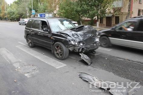 В Алматы столкнулись две «Субару» (фото)