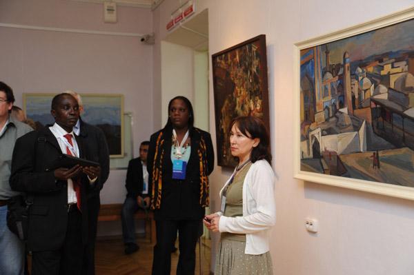 В Усть-Каменогорске проходит выставка из фондов музея искусств имени семьи Невзоровых