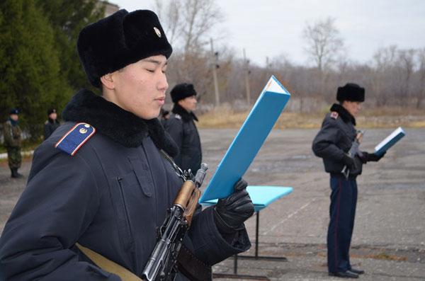 Петропавловские полицейские провели строевой смотр в связи с переходом на зимнюю форму одежды