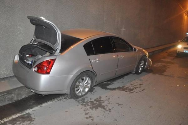 В Алматы Nissan врезался в стену транспортной развязки (фото)