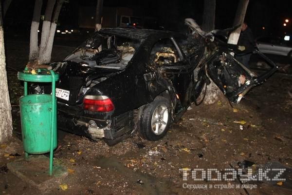 В Алматы в «БМВ» едва не сгорели водитель и пассажир (фото)