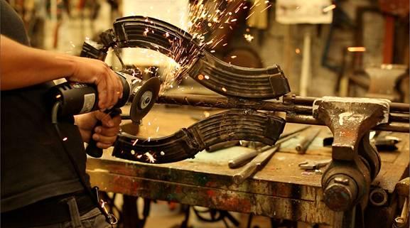 Captura de pantalla 2012 08 08 a las 12.42 Музыкальные инструменты из оружия