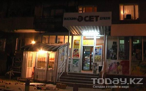 В Алматы пьяный молодой человек разгромил овощной магазин (фото)