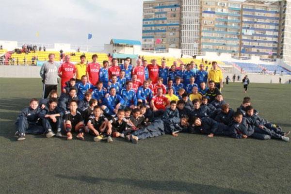 В Актау звезды советского футбола сыграли с ветеранами сборной «Мангыстау» (фото)