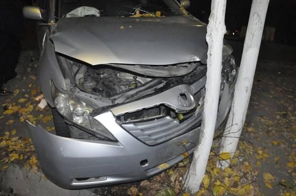 В Алматы после столкновения оба авто оказались в кустах (фото)