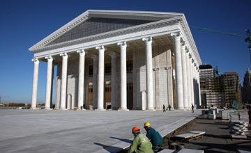 Глава государства Н. Назарбаев посетил в столице строящийся Классический театр оперы и балета