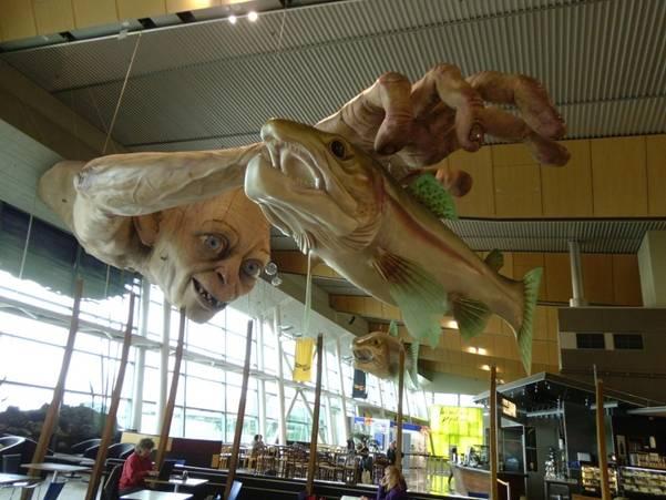 enhanced buzz wide 14179 1351533522 6 Гигантский Горлум в ново зеландском аэропорту