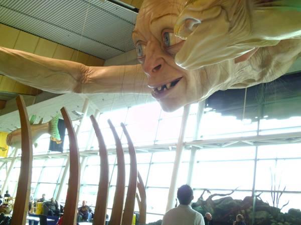 enhanced buzz wide 14179 1351533496 3 Гигантский Горлум в ново зеландском аэропорту